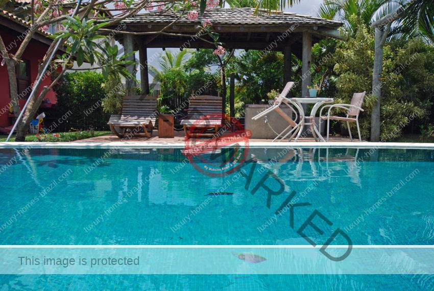 Home with pool for sale Busca Vida