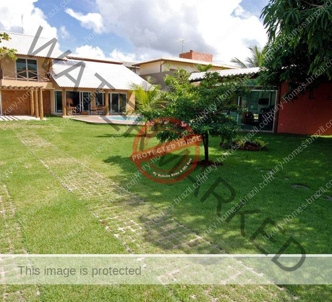 Itacimirim home for sale near the beach