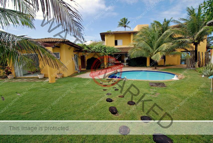 Beachfront house for sale in Interlagos Salvador